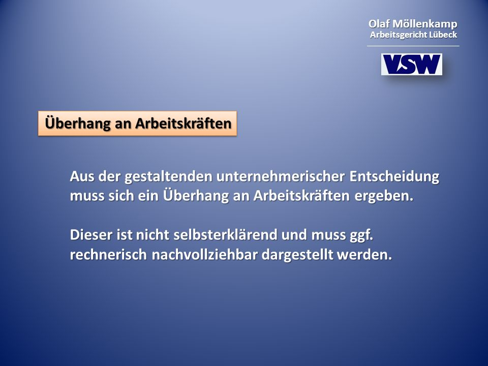 Olaf Möllenkamp Arbeitsgericht Lübeck Überhang an Arbeitskräften Aus der gestaltenden unternehmerischer Entscheidung muss sich ein Überhang an Arbeitskräften ergeben.