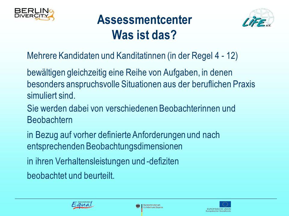 Assessmentcenter Was ist das? Mehrere Kandidaten und Kanditatinnen (in der Regel 4 - 12) bewältigen gleichzeitig eine Reihe von Aufgaben, in denen bes