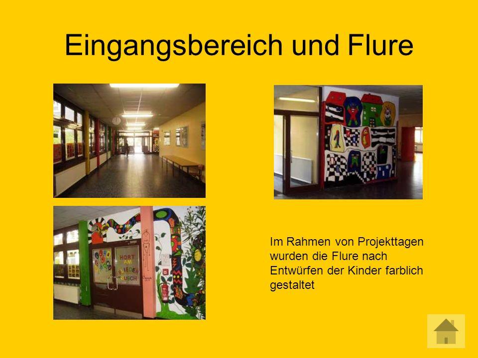 Eingangsbereich und Flure Im Rahmen von Projekttagen wurden die Flure nach Entwürfen der Kinder farblich gestaltet