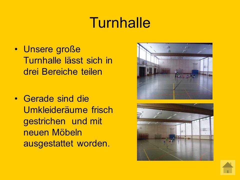 Turnhalle Unsere große Turnhalle lässt sich in drei Bereiche teilen Gerade sind die Umkleideräume frisch gestrichen und mit neuen Möbeln ausgestattet worden.