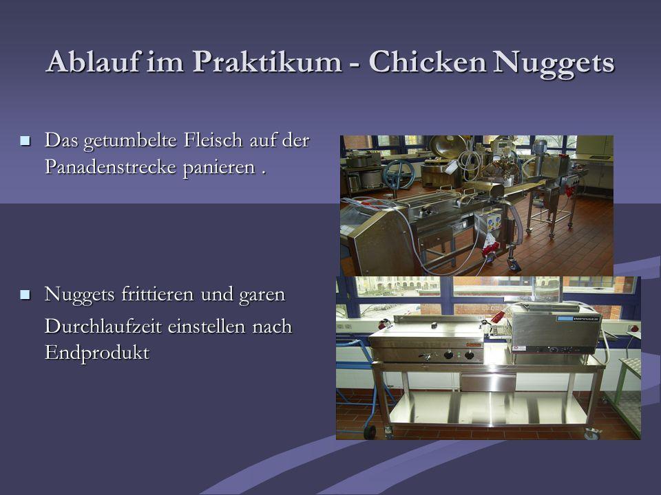 Ablauf im Praktikum - Chicken Nuggets Das getumbelte Fleisch auf der Panadenstrecke panieren. Das getumbelte Fleisch auf der Panadenstrecke panieren.