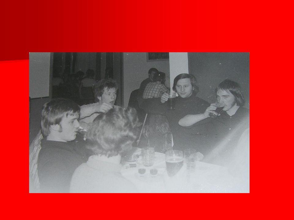 Petra ist Stellvertretende Schulleiterin in Meiningen Petra ist Stellvertretende Schulleiterin in Meiningen Sie hat zwei Kinder.