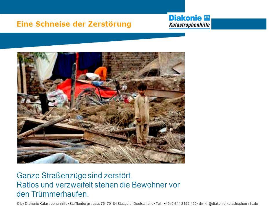 Eine Schneise der Zerstörung © by Diakonie Katastrophenhilfe · Stafflenbergstrasse 76 · 70184 Stuttgart · Deutschland · Tel.: +49 (0)711 2159-450 · dw-kh@diakonie-katastrophenhilfe.de Ganze Straßenzüge sind zerstört.