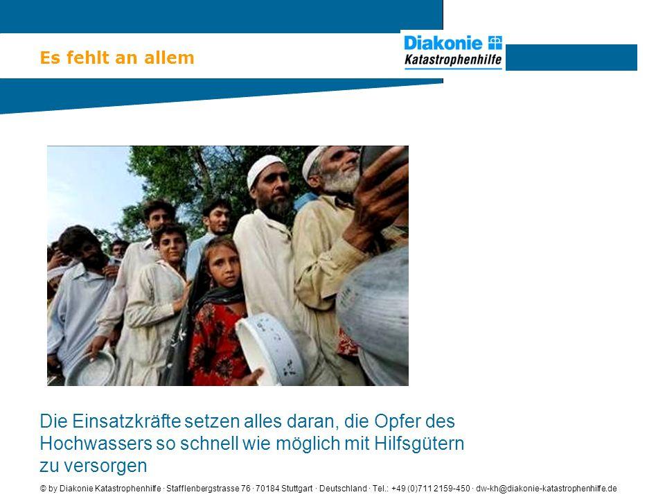 Eine warme Mahlzeit am Tag © by Diakonie Katastrophenhilfe · Stafflenbergstrasse 76 · 70184 Stuttgart · Deutschland · Tel.: +49 (0)711 2159-450 · dw-kh@diakonie-katastrophenhilfe.de Viele der Flutopfer haben seit Tagen nichts mehr zu essen.