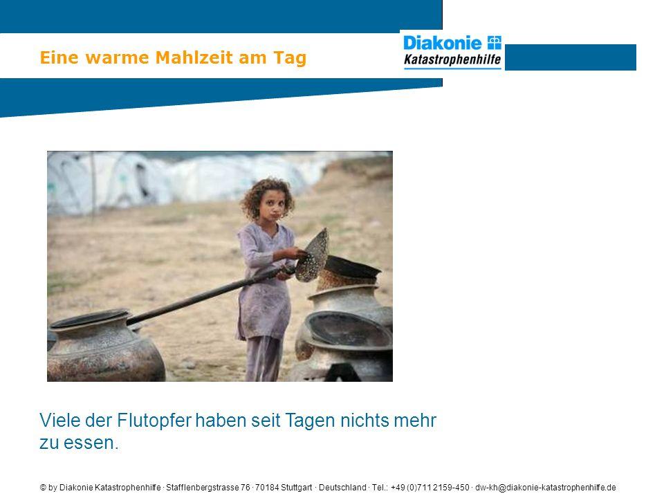 Lebensrettendes Trinkwasser © by Diakonie Katastrophenhilfe · Stafflenbergstrasse 76 · 70184 Stuttgart · Deutschland · Tel.: +49 (0)711 2159-450 · dw-kh@diakonie-katastrophenhilfe.de Flutopfer holen in einem Zeltlager Trinkwasser von einem Tank der Diakonie Katastrophenhilfe