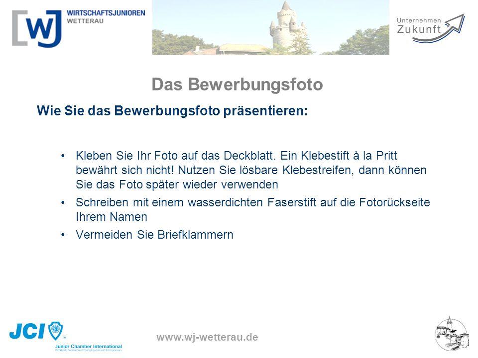 www.wj-wetterau.de Das Bewerbungsfoto Wie Sie das Bewerbungsfoto präsentieren: Kleben Sie Ihr Foto auf das Deckblatt. Ein Klebestift à la Pritt bewähr
