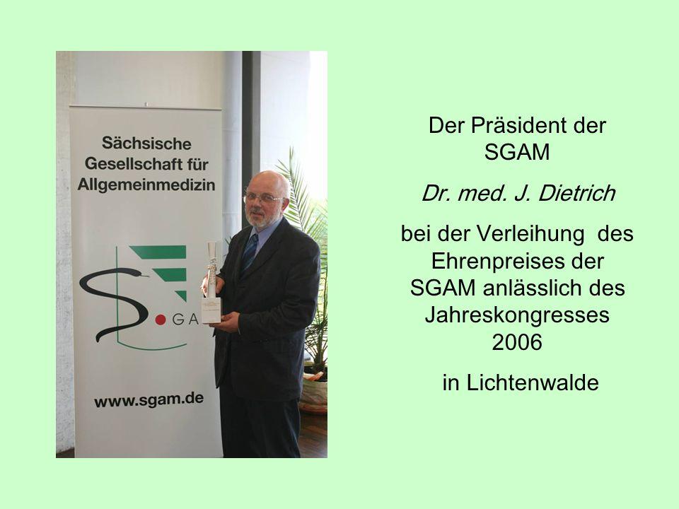 Der Präsident der SGAM Dr. med. J. Dietrich bei der Verleihung des Ehrenpreises der SGAM anlässlich des Jahreskongresses 2006 in Lichtenwalde