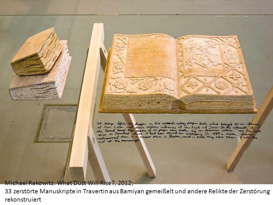 Michael Rakowitz: What Dust Will Rise?, 2012; 33 zerstörte Manuskripte in Travertin aus Bamiyan gemeißelt und andere Relikte der Zerstörung rekonstruiert