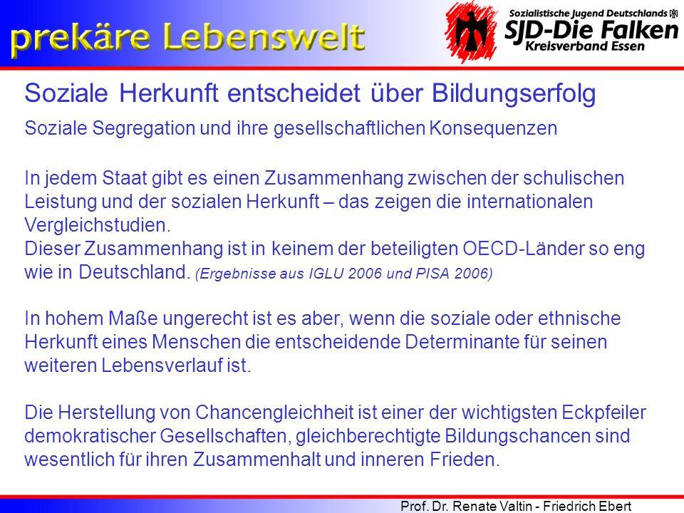 Zur Erklärung des Zusammenhangs wird üblicherweise auf die dreifache Benachteiligung verwiesen, tatsächlich handelt es sich jedoch in Deutschland um eine vierfache Benachteiligung.