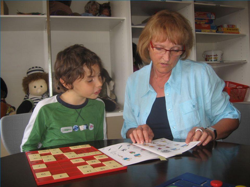 Beratung der Schüler bei Schulschwierigkeiten, Problemen mit sich selbst, mit Mitschülern, Lehrern und Eltern Konfliktbearbeitung über helfende Beziehung