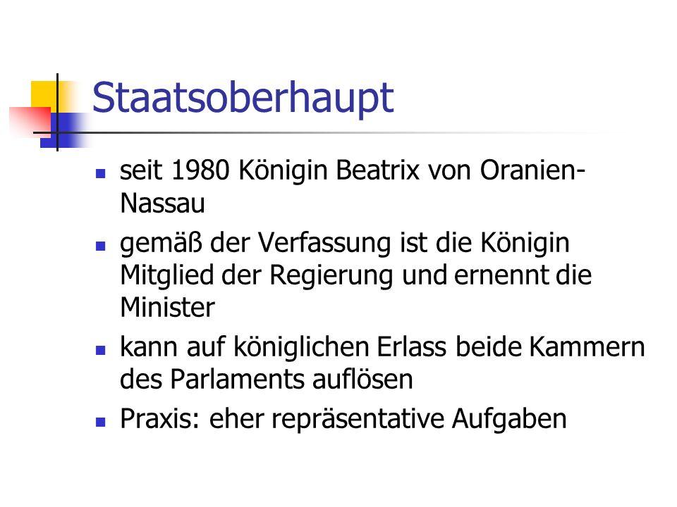 Staatsoberhaupt seit 1980 Königin Beatrix von Oranien- Nassau gemäß der Verfassung ist die Königin Mitglied der Regierung und ernennt die Minister kan