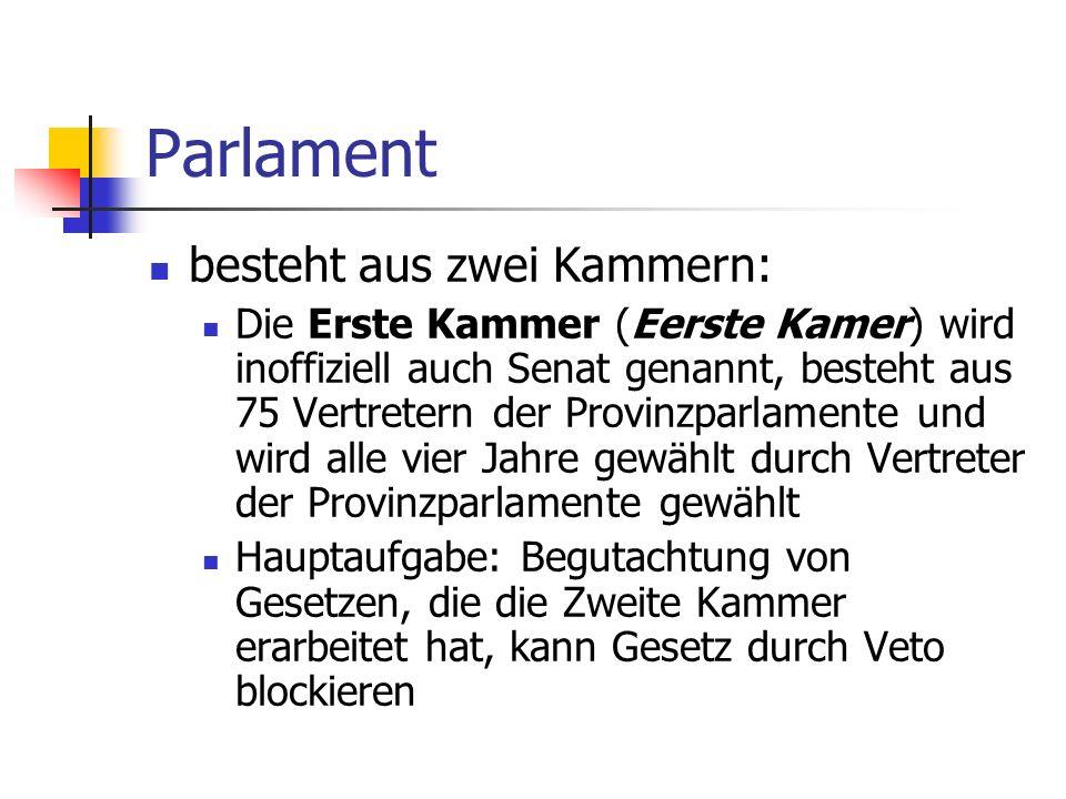 Parlament besteht aus zwei Kammern: Die Erste Kammer (Eerste Kamer) wird inoffiziell auch Senat genannt, besteht aus 75 Vertretern der Provinzparlamen