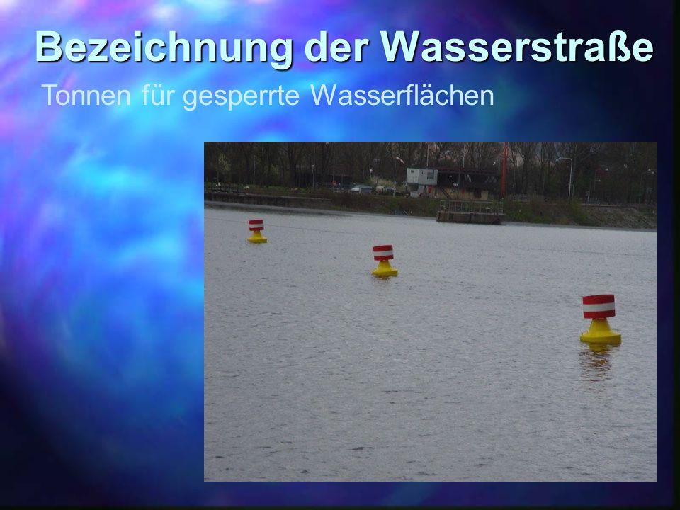 Bezeichnung der Wasserstraße Tonnen für gesperrte Wasserflächen