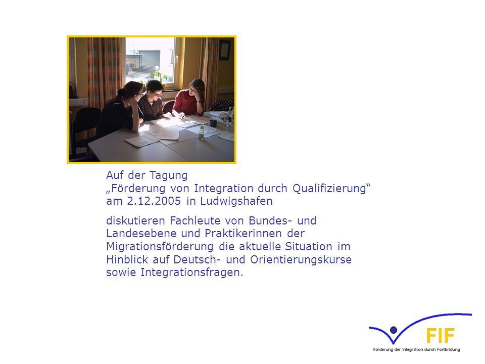 Auf der Tagung Förderung von Integration durch Qualifizierung am 2.12.2005 in Ludwigshafen diskutieren Fachleute von Bundes- und Landesebene und Prakt