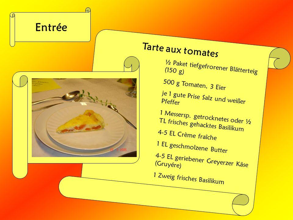 Entrée Tarte aux tomates ½ Paket tiefgefrorener Blätterteig (150 g) 500 g Tomaten, 3 Eier je 1 gute Prise Salz und weißer Pfeffer 1 Messersp. getrockn