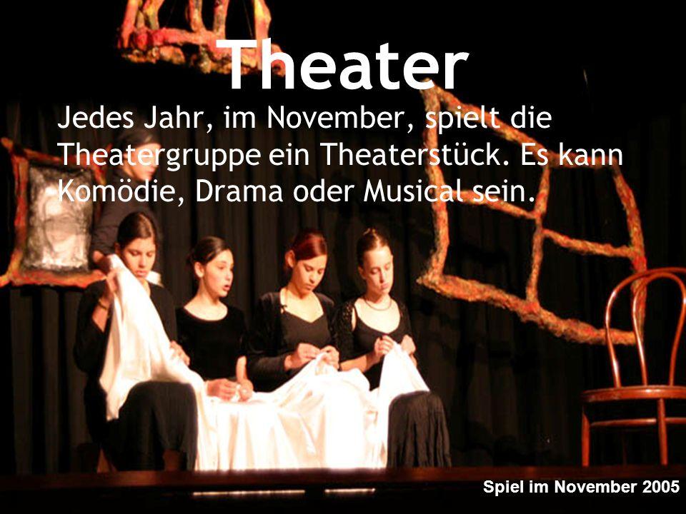 Theater Jedes Jahr, im November, spielt die Theatergruppe ein Theaterstück. Es kann Komödie, Drama oder Musical sein. Spiel im November 2005