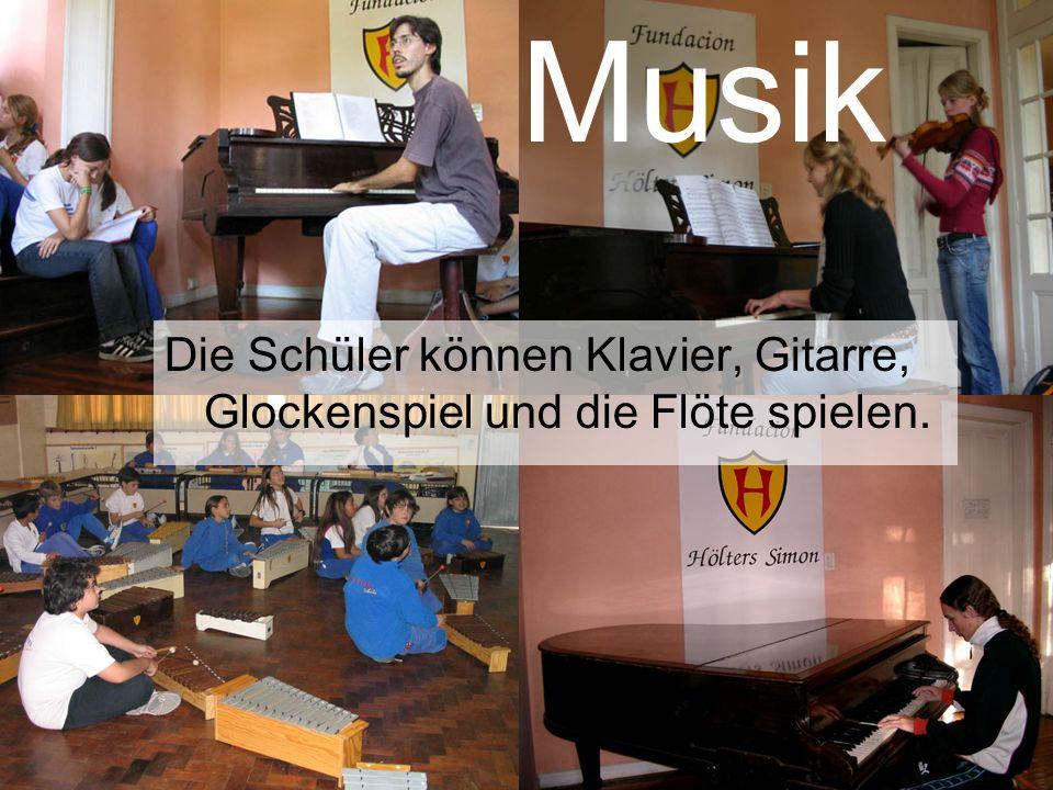 Musik Die Schüler können Klavier, Gitarre, Glockenspiel und die Flöte spielen. Musik