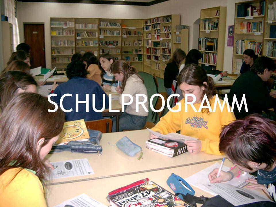 Naturwissenschaften Die Schüler, die Naturwissenschaften wählen, haben Fächer wie Chemie, Biotechnologie, Biologie, Physik.