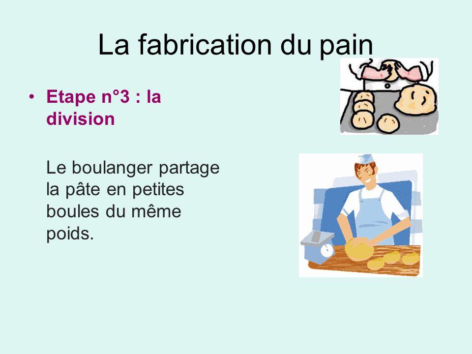 La fabrication du pain Etape n°3 : la division Le boulanger partage la pâte en petites boules du même poids.