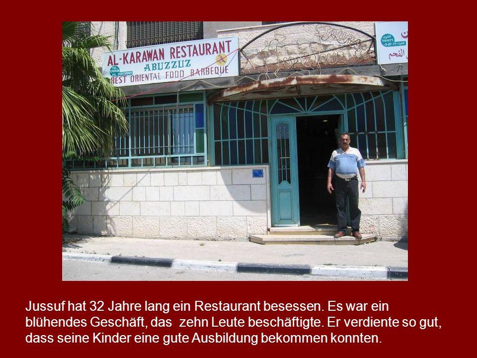 Jussuf hat 32 Jahre lang ein Restaurant besessen. Es war ein blühendes Geschäft, das zehn Leute beschäftigte. Er verdiente so gut, dass seine Kinder e
