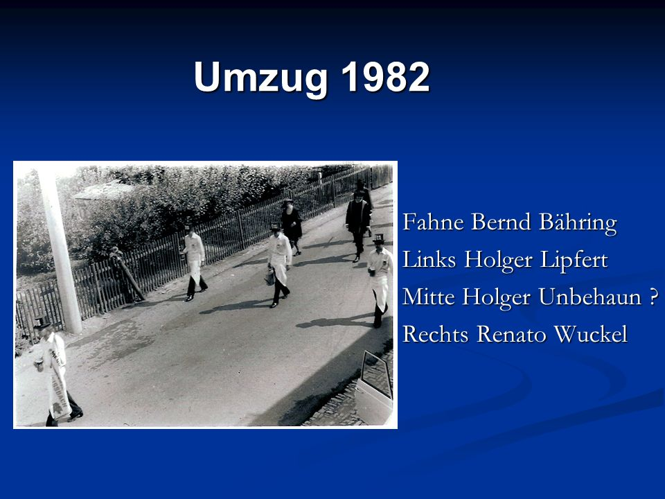 Fahne Bernd Bähring Links Holger Lipfert Mitte Holger Unbehaun ? Rechts Renato Wuckel Umzug 1982