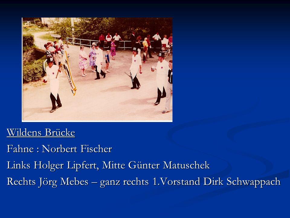 Wildens Brücke Fahne : Norbert Fischer Links Holger Lipfert, Mitte Günter Matuschek Rechts Jörg Mebes – ganz rechts 1.Vorstand Dirk Schwappach