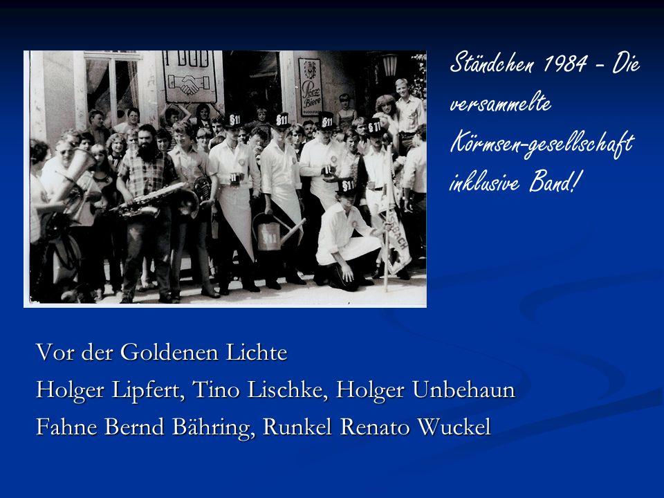 Vor der Goldenen Lichte Holger Lipfert, Tino Lischke, Holger Unbehaun Fahne Bernd Bähring, Runkel Renato Wuckel Ständchen 1984 - Die versammelte Körms