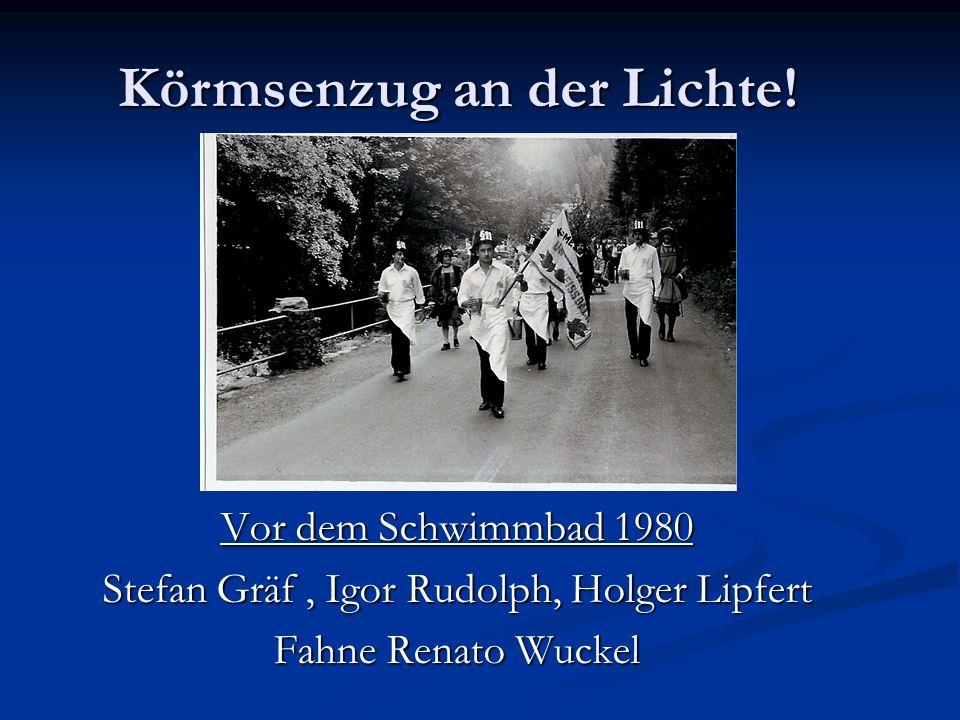 Vor dem Schwimmbad 1980 Stefan Gräf, Igor Rudolph, Holger Lipfert Fahne Renato Wuckel Körmsenzug an der Lichte!