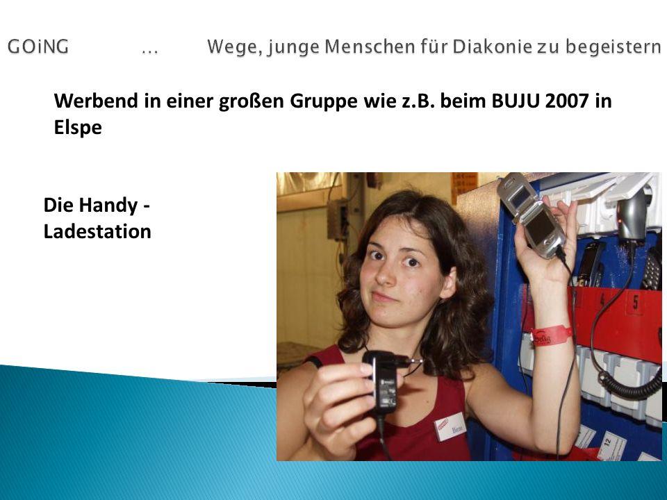 Werbend in einer großen Gruppe wie z.B. beim BUJU 2007 in Elspe Die Handy - Ladestation