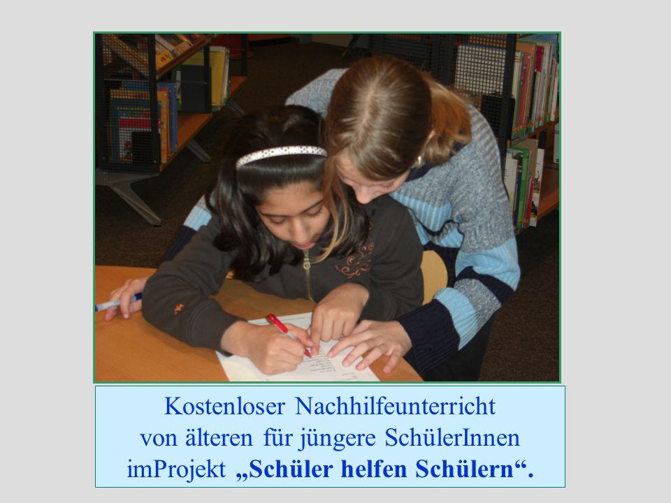 Kostenloser Nachhilfeunterricht von älteren für jüngere SchülerInnen imProjekt Schüler helfen Schülern.