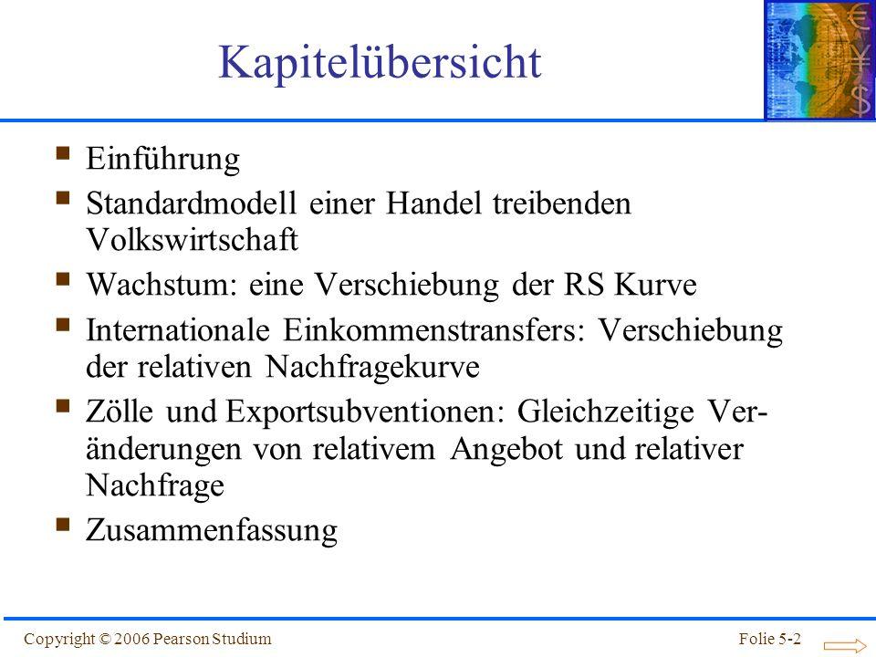 Copyright © 2006 Pearson StudiumFolie 5-3 Einführung Die bisher besprochenen Außenhandelsmodelle konzentrierten sich auf spezifische Grundlagen des komparativen Vorteils als Ursache für Außenhandel: Unterschiedliche Arbeitsproduktivität (Ricardo- Modell) Unterschiedliche Ressourcen (Heckscher-Ohlin- Modell) Das Standardmodell ist ein allgemeines Handels- modell, in das diese Modelle als Sonderfälle einge- ordnet werden können.