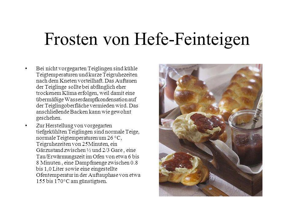 Frosten von Hefe-Feinteigen Bei nicht vorgegarten Teiglingen sind kühle Teigtemperaturen und kurze Teigruhezeiten nach dem Kneten vorteilhaft. Das Auf