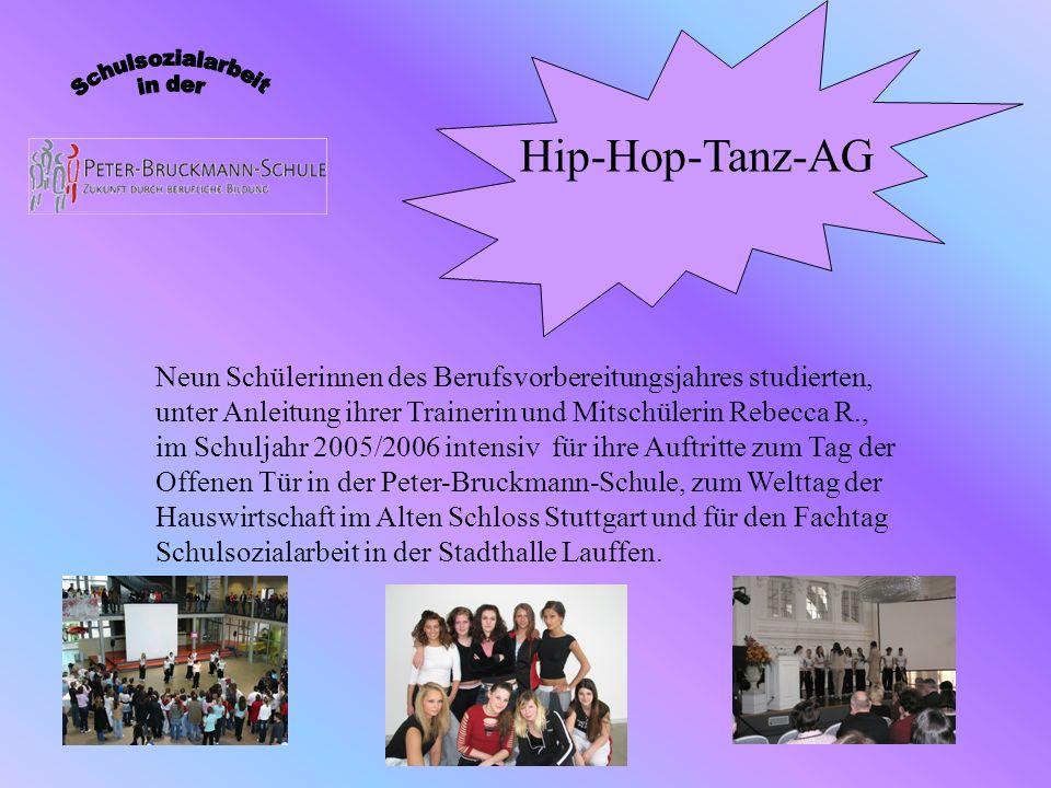 Hip-Hop-Tanz-AG Neun Schülerinnen des Berufsvorbereitungsjahres studierten, unter Anleitung ihrer Trainerin und Mitschülerin Rebecca R., im Schuljahr