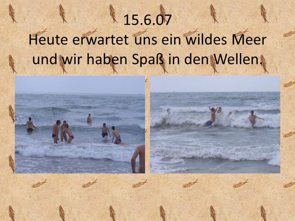 15.6.07 Heute erwartet uns ein wildes Meer und wir haben Spaß in den Wellen.