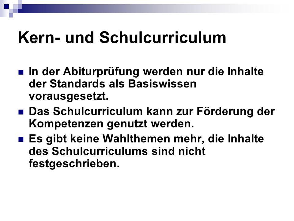 Kern- und Schulcurriculum In der Abiturprüfung werden nur die Inhalte der Standards als Basiswissen vorausgesetzt. Das Schulcurriculum kann zur Förder