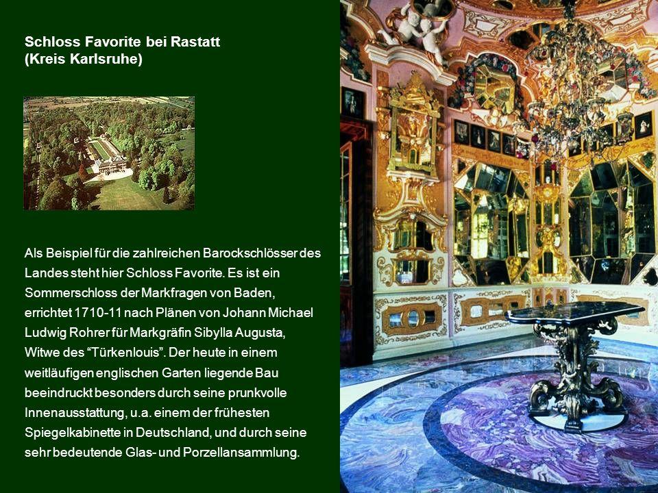 Als Beispiel für die zahlreichen Barockschlösser des Landes steht hier Schloss Favorite. Es ist ein Sommerschloss der Markfragen von Baden, errichtet