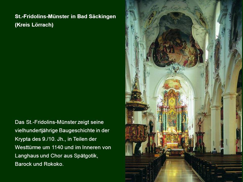 Das St.-Fridolins-Münster zeigt seine vielhundertjährige Baugeschichte in der Krypta des 9./10. Jh., in Teilen der Westtürme um 1140 und im Inneren vo