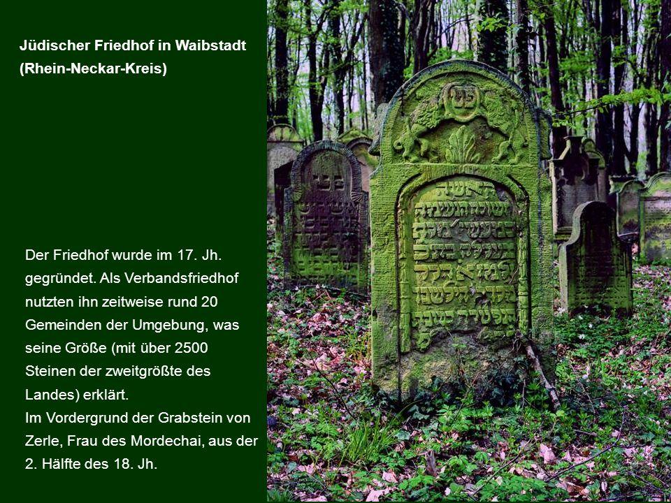 Der Friedhof wurde im 17. Jh. gegründet. Als Verbandsfriedhof nutzten ihn zeitweise rund 20 Gemeinden der Umgebung, was seine Größe (mit über 2500 Ste