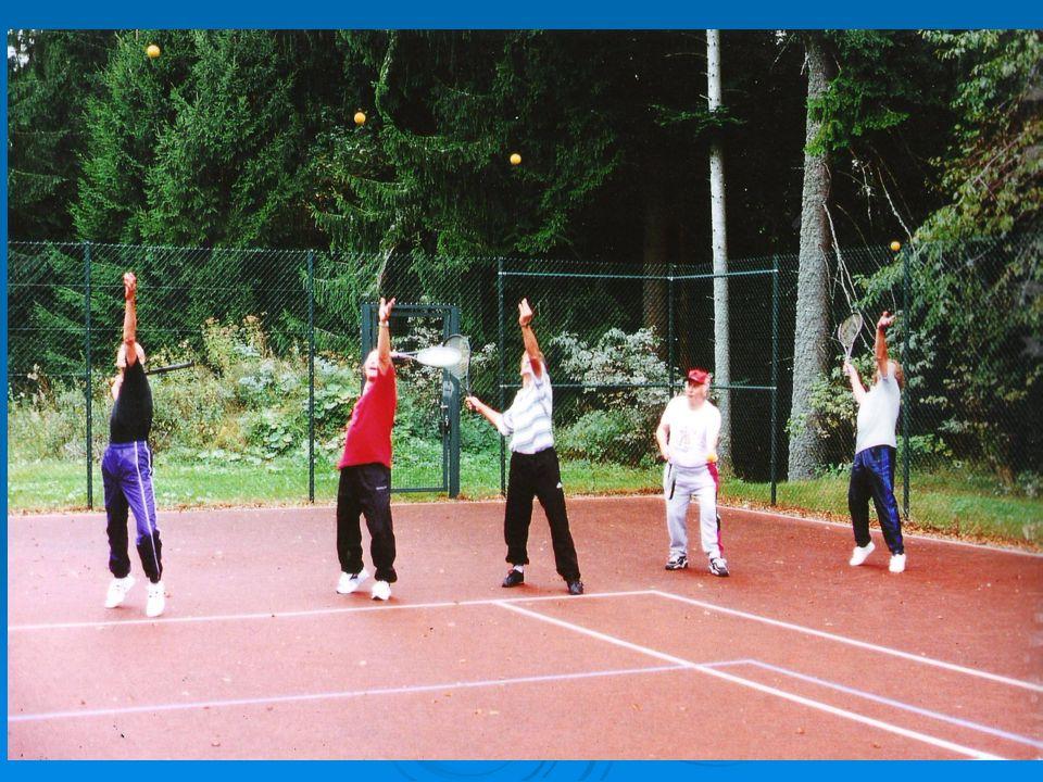 Freizeitpädagogisches Kursangebot/ Wahlpflicht Wandern ( 2 x 90 Min pro Woche Gruppe) Wandern ( 2 x 90 Min pro Woche Gruppe) Walking ( 2 x 90 Min pro Woche Gruppe) Walking ( 2 x 90 Min pro Woche Gruppe) Sportspiele Sportspiele Fitnesstraining (Geräte) Fitnesstraining (Geräte) Feldenkrais Feldenkrais Entspannung Entspannung