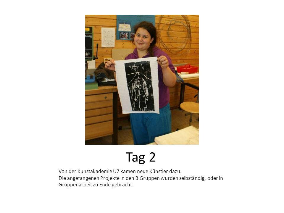 Künstler von der Akademie U7 wird von einer Realschülerin beim gestalten eines Fundstückes unterstützt.