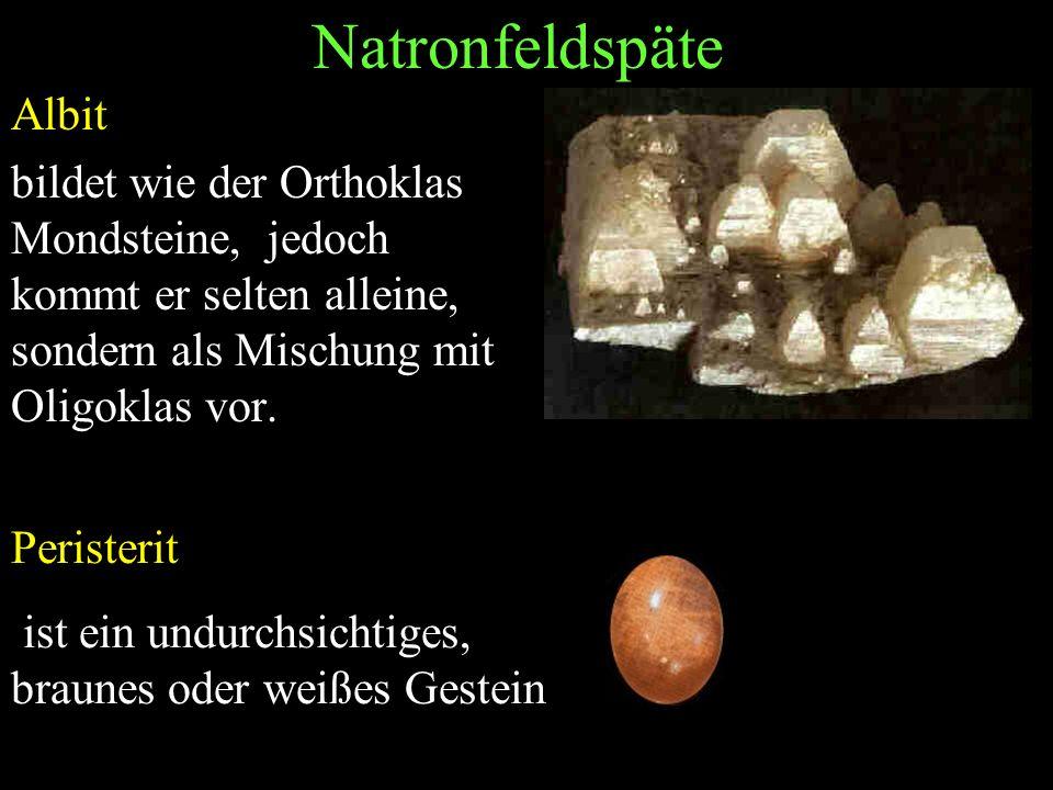 Natronfeldspäte Albit bildet wie der Orthoklas Mondsteine, jedoch kommt er selten alleine, sondern als Mischung mit Oligoklas vor. Peristerit ist ein