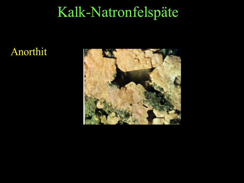 Plagioklase Mischkristalle aus Natron- und Kalk-Natronfeldspat Labradorit Andesin ist ein grünes, undurchsichtiges Gestein.