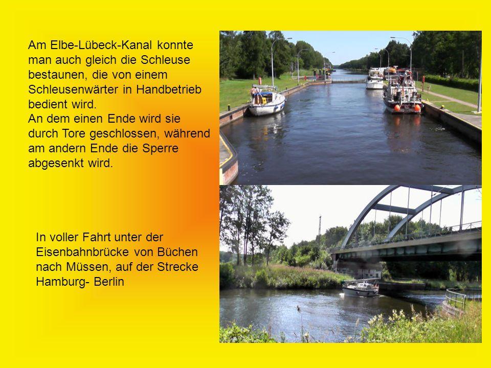 Am Elbe-Lübeck-Kanal konnte man auch gleich die Schleuse bestaunen, die von einem Schleusenwärter in Handbetrieb bedient wird.