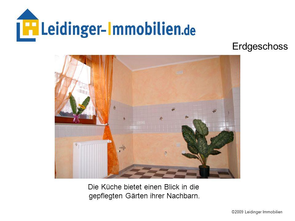 Die Küche bietet einen Blick in die gepflegten Gärten ihrer Nachbarn. ©2009 Leidinger Immobilien Erdgeschoss
