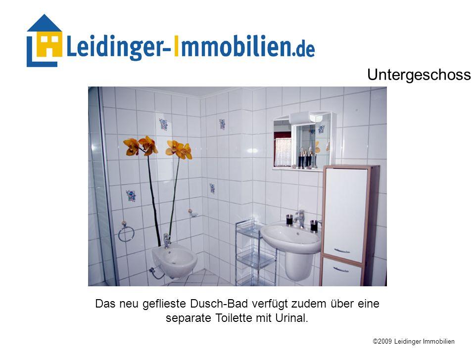 Das neu geflieste Dusch-Bad verfügt zudem über eine separate Toilette mit Urinal. ©2009 Leidinger Immobilien Untergeschoss