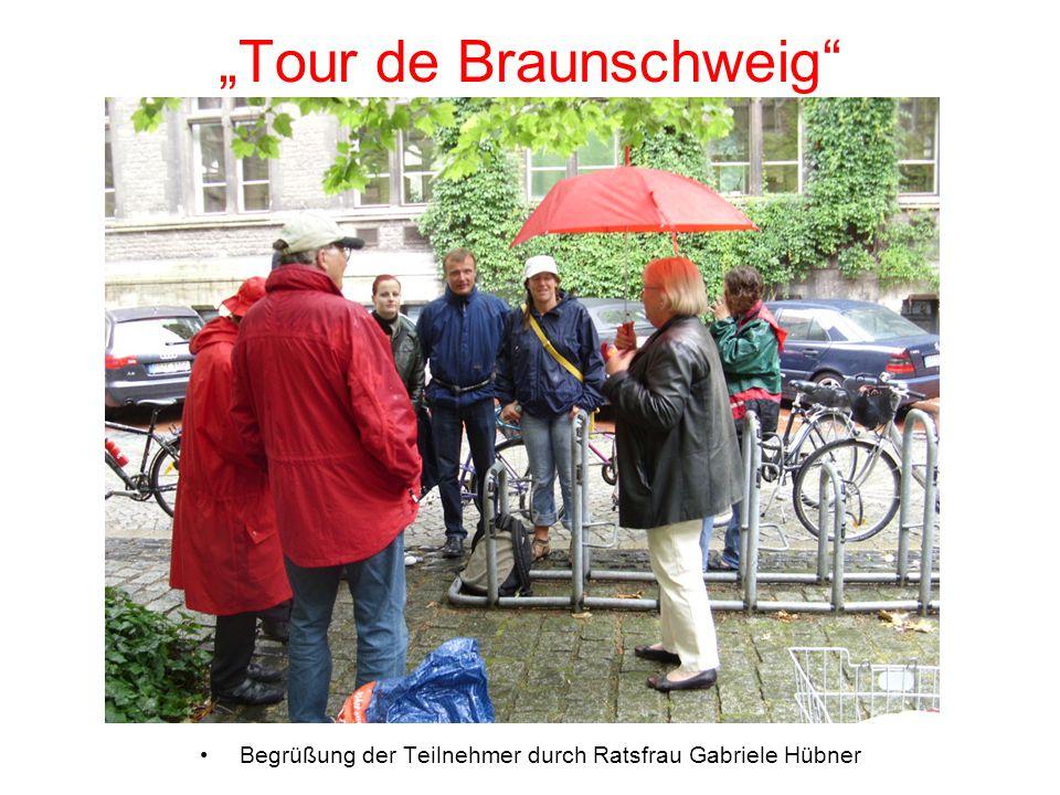 Tour de Braunschweig Begrüßung der Teilnehmer durch Ratsfrau Gabriele Hübner