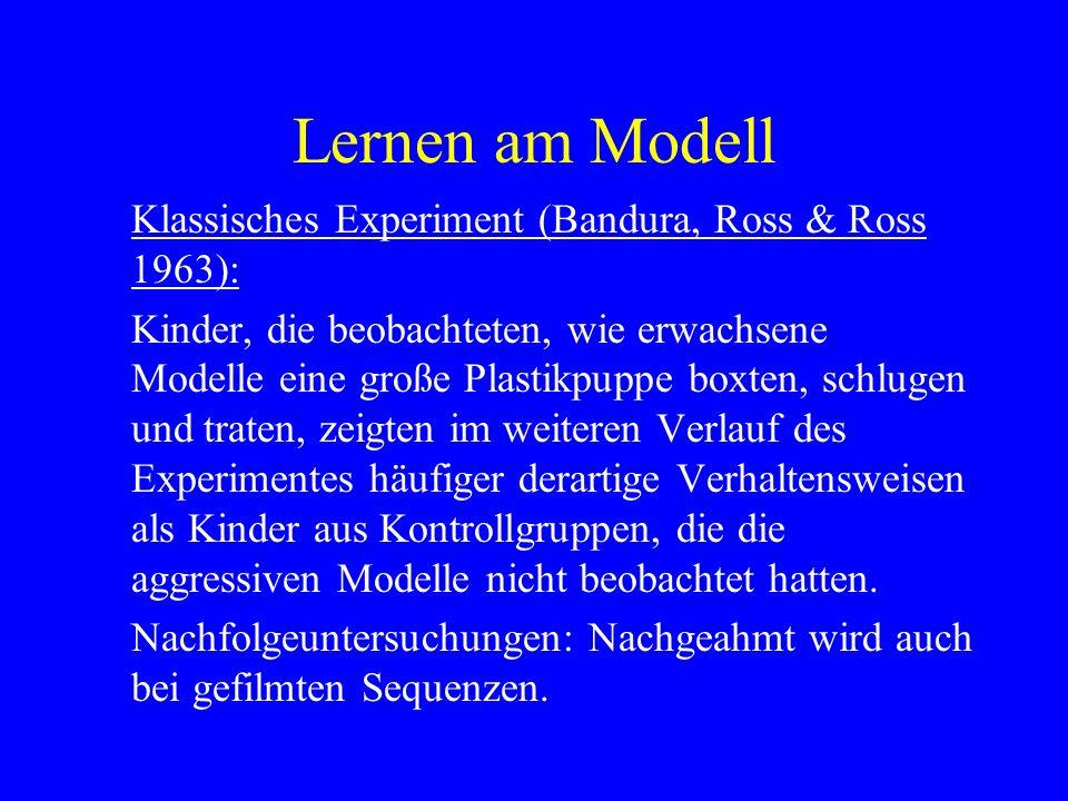 Lernen am Modell 4 Phasen des Lernens am Modells 1.Modellierendes Ereignis 2.Aneignungsphase: Aufmerksamkeits- und Behaltensprozesse 3.Ausführungsphase:Motorische Reproduktionsprozesse, Motivationsprozesse 4.Ausführung des Verhaltens