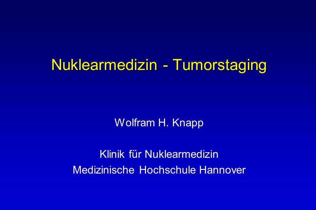 Oesophagus-Karzinom: Vor Primärtherapie Lokale Tumorkontrolle Bestimmt durch Ausdehnung und Tumorinvasion CT, Endosonographie, PET nicht hilfreich Tumorausbreitung Kein effektives Standardverfahren (Sensitivität < 50 %) 90 % der Rezidive durch primär nicht erkannte Metastasen Daher: Rolle für PET bei Staging