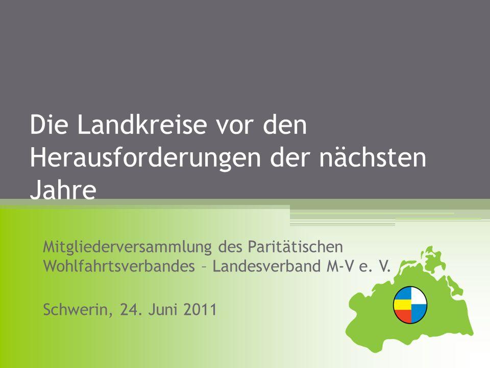 Mecklenburg-Vorpommern Verwaltungsstruktur der Kommunen 12 Landkreise mit durchschnittlich 98.000 EW und durchschnittlich 1.887 km² Fläche 6 kreisfreie Städte mit 45.000 - 200.000 EW 113 hauptamtliche Verwaltungen, die 843 selbständige Gemeinden betreuen (von weniger als 100 EW bis ca.
