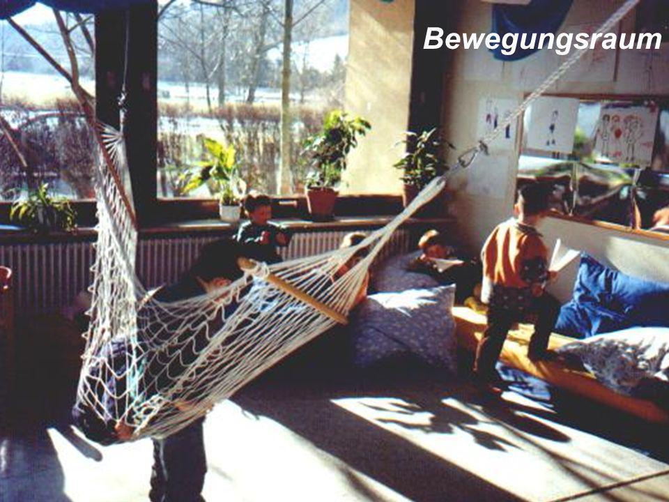 Neue Konzepte auch in der Elternarbeit: Familienwanderung, gemeinsame Bastel-Abende und -Nachmittage, Gartenaktionen, Eltern-Café, Drachen- Fest usw.